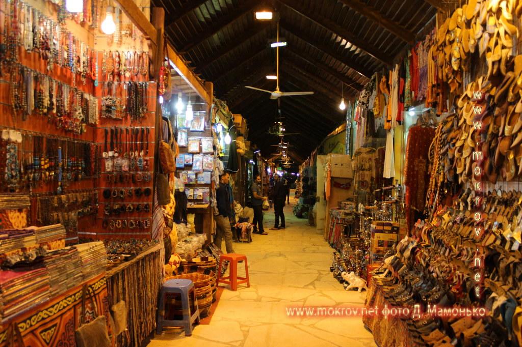 Шарм-эш-Шейх — город-курорт в Египте с фотоаппаратом прогулки туристов