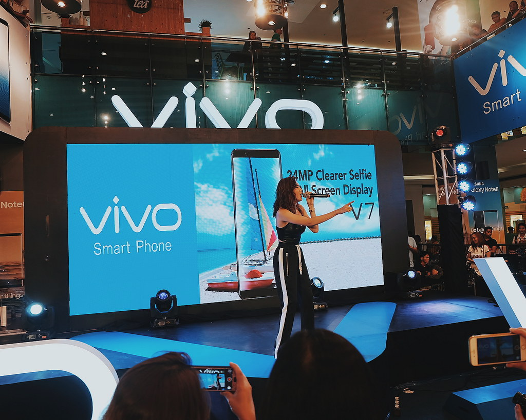 Vivo V7 with Julie Ann San Jose