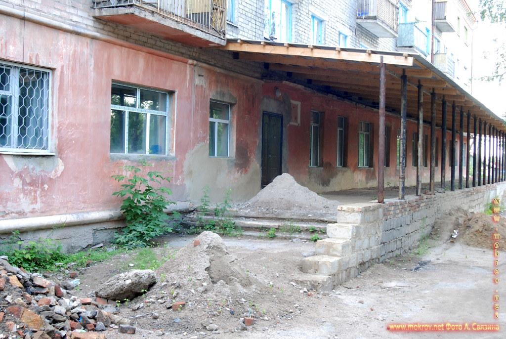 Город Щучинск с фотоаппаратом прогулки туристов