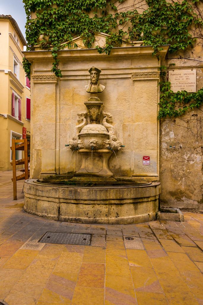 Saint r my de provence bouches du rh ne france tripcarta for Entretien jardin st remy de provence