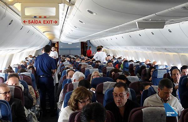 LATAM Airlines B767-300ER pasajeros Economy (RD)