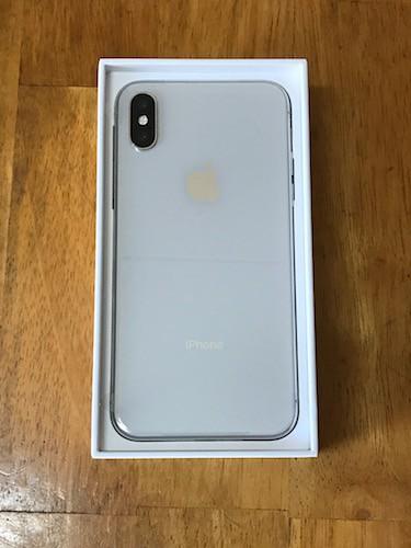 iPhoneXシルバーの背面