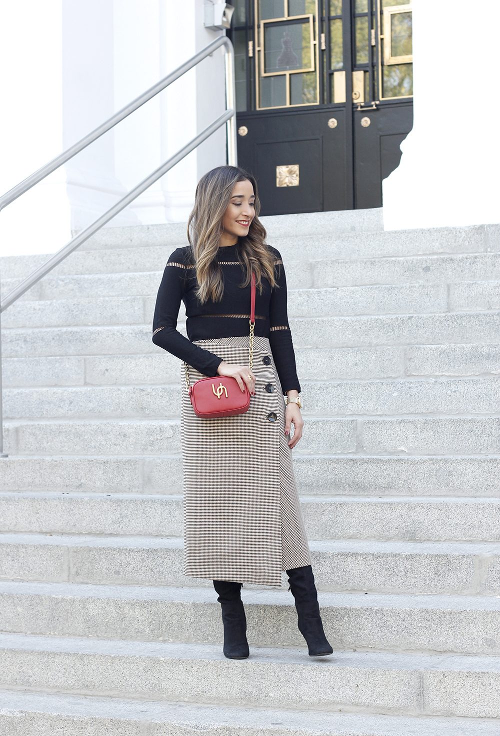 houndstooth skirt zara over the knee boots fall outfit uterqüe street style01