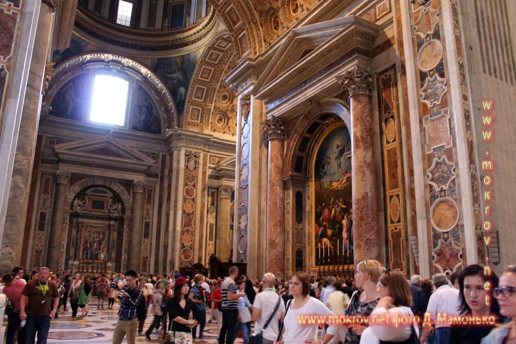 Государство — город Ватикан прогулки туристов с фотокамерой