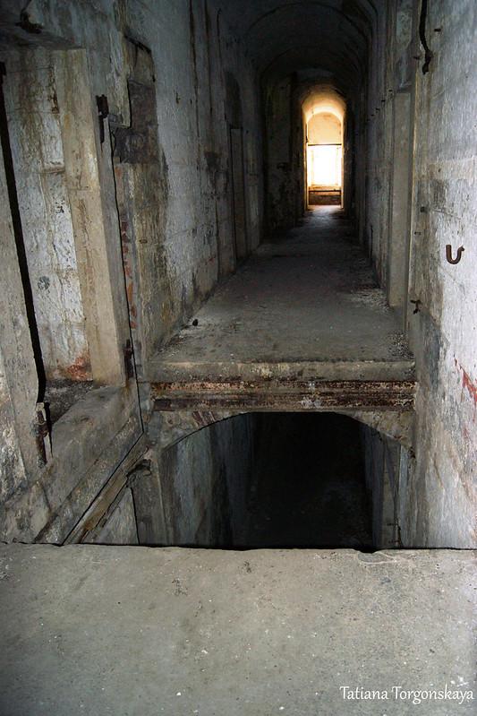 Дырка в полу на 2 этаже