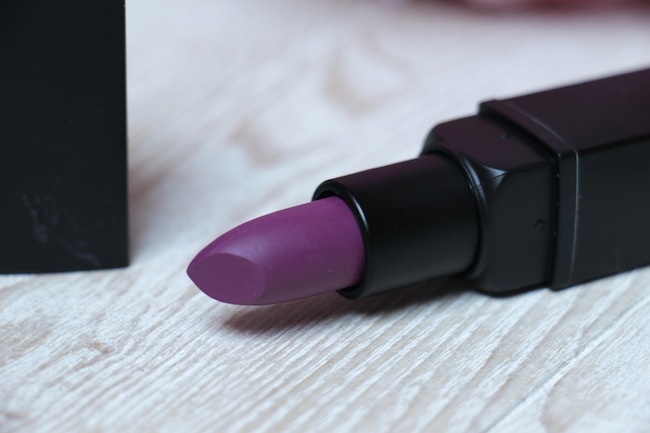 2_rouges_levres_violet_pour_cet_hiver_beaute_blog_mode_la_rochelle_9