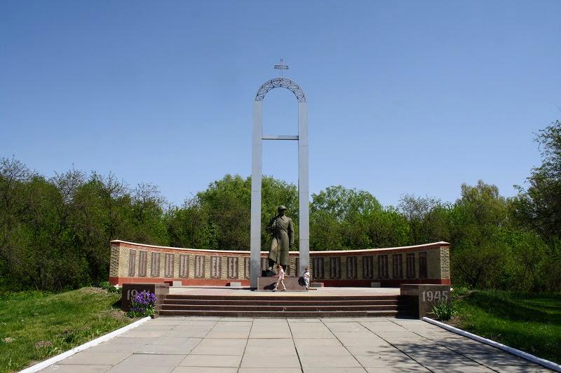 Украина. Переяслав. Мемориальный курган славы