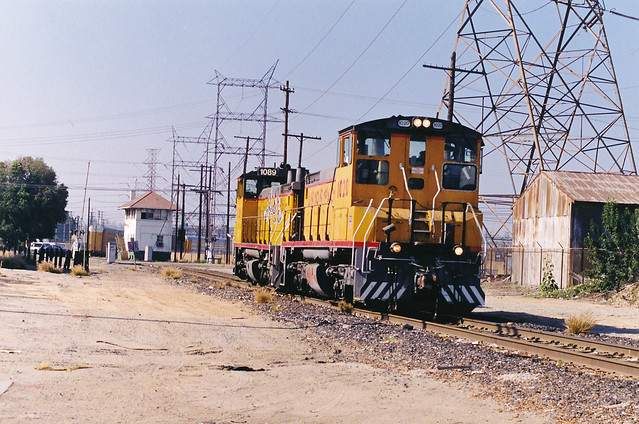 Union Pacific SW1500 Nos. 1089 & 1020 At Hobart Tower