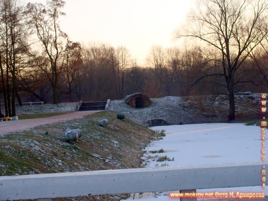 Город Брест на юго-западе Белоруссии с фотоаппаратом прогулки туристов