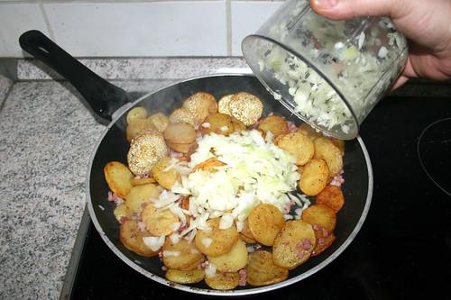 30 - Zwiebeln addieren / Add onions