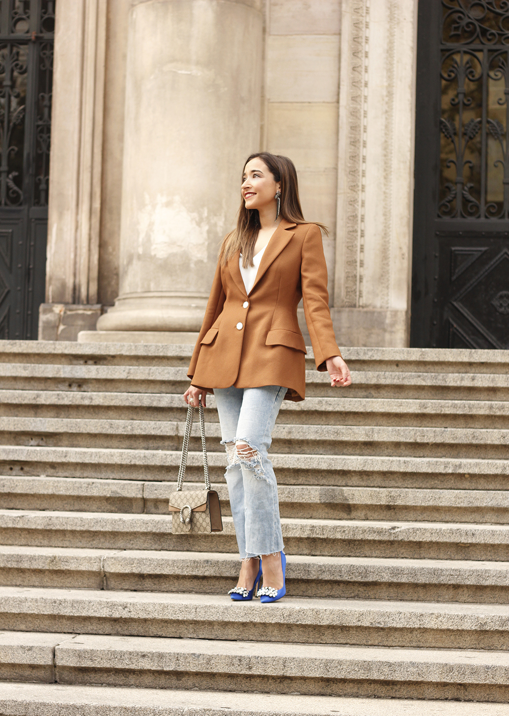 brown blazer uterqüe ripped jeans blue heels gucci bas fall outfit08