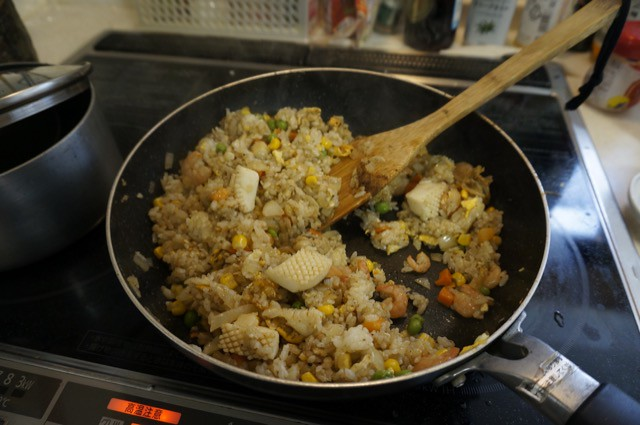 Make fried rice with curry pot