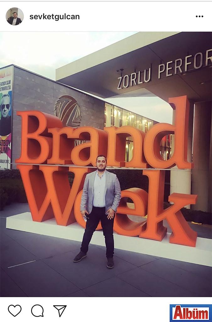 Ritimedya Reklam Ajansı sahibi Şevket Gülcan, İstanbul Zorlu Performans Sanatları Gösteri Merkezi'ndeydi.