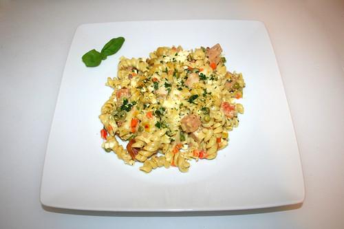 61 - Meat loaf pasta bake - Served / Bunter Leberkäse-Nudelauflauf - Serviert