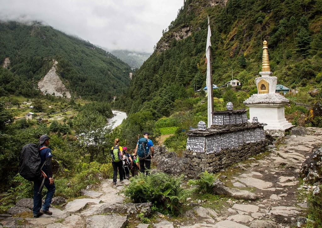 Trail to Namche 06