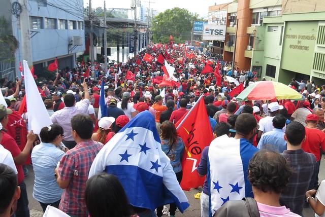 Honduras declara recolher obrigatório contra protestos da oposição