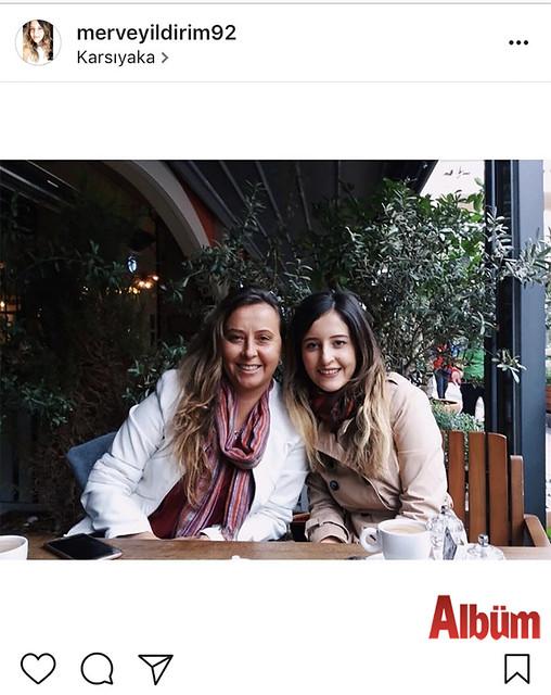Merve Yıldırım, teyzesi Nimet Aktaş ile birlikte Karşıyaka'da kahve molası verdi.