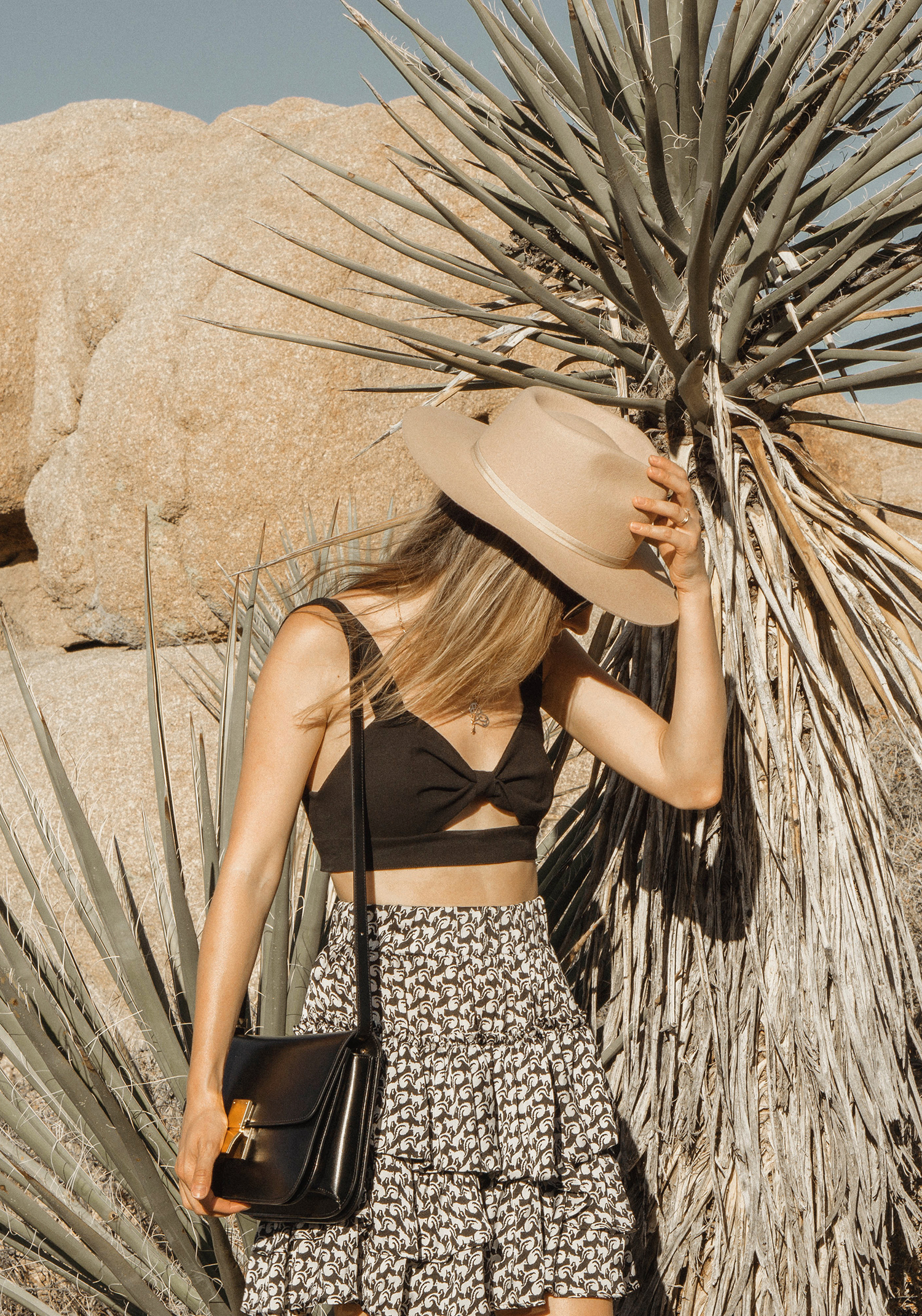 joshuatreepark_highwaistedskirt_lackofcolor_hat_thezulu_celinebox_california_blogger_09