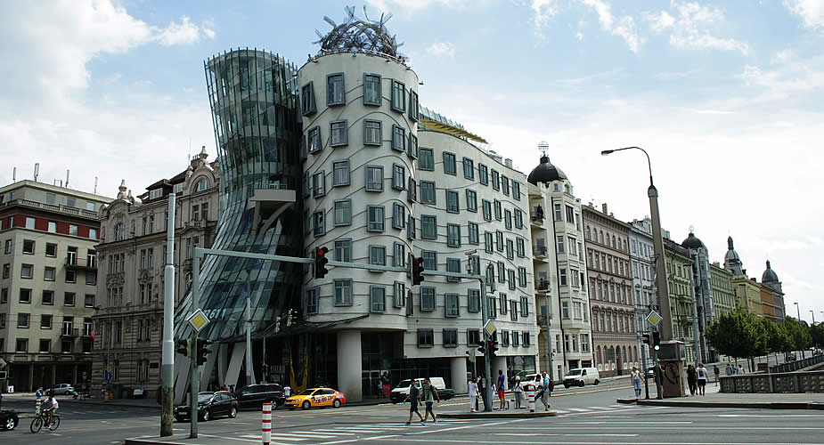 48 hours in Prague, modern architecture in Prague: The Dancing House | Mooistestedentrips.nl