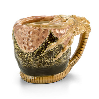 用這個杯子最好是喝得下東西啦~ThinkGeek《異形》抱臉體馬克杯 Alien Facehugger Mug 噁爛登場!!