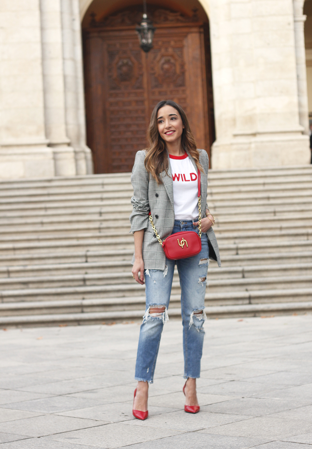 Prince of wales print blazer ripped jeans red heels uterqüe style trend fall outfit04