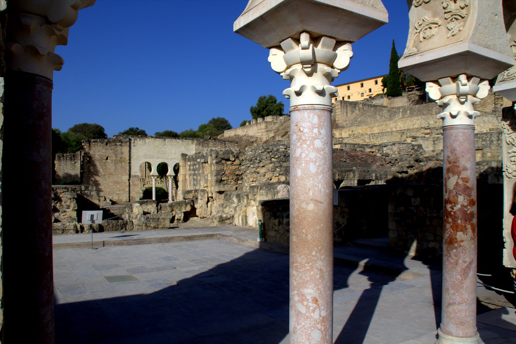 Medina Azahara (Medina Azahara, castellanización del nombre en árabe, مدينة الزهراء Madīnat al-Zahrā' )