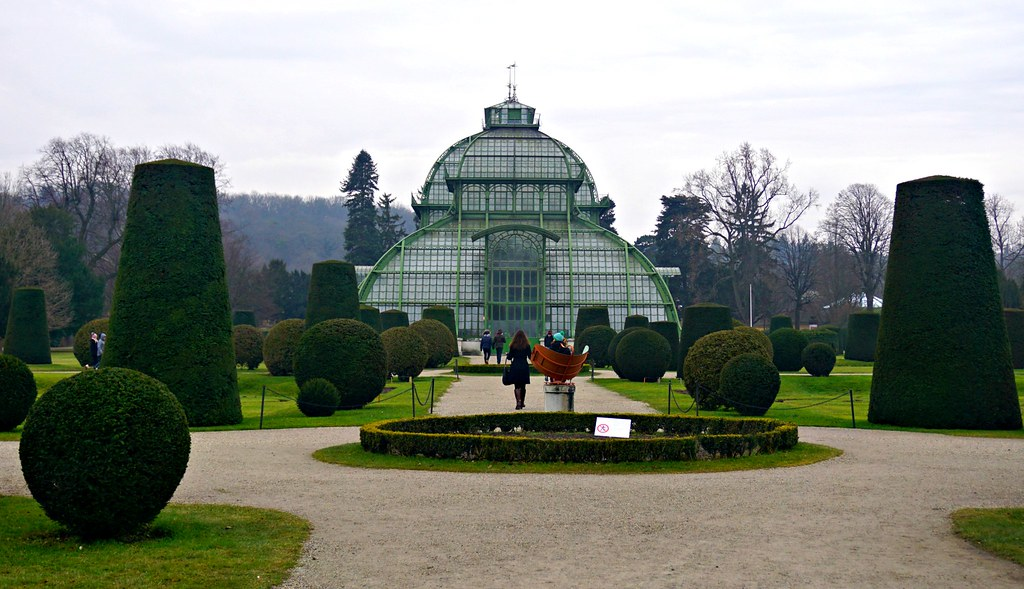 Schönbrunnin linnan muotopuutarha