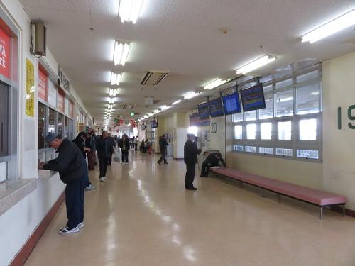 金沢競馬場のパドック側コンコース