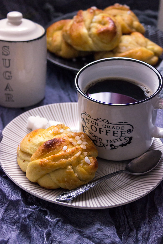 Saffransbullar, Marzipan filling & Coffee