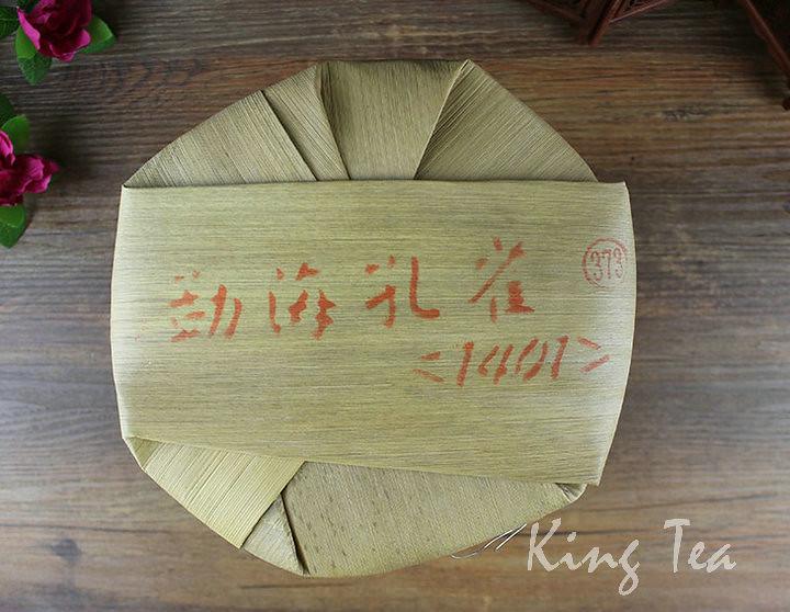 Free Shipping 2014 TAE TEA DaYi Meng Hai' Peacock Cake 357g China YunNan MengHai Chinese Puer Puerh Raw Tea Sheng Cha