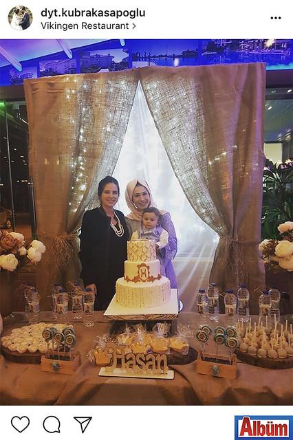 Diyetisyen Kübra Kasapoğlu, yakın dostu Nesibe Kasapoğlu'nun oğlu Hasan'ın birinci yaş gününden bu fotoğrafı paylaştı.