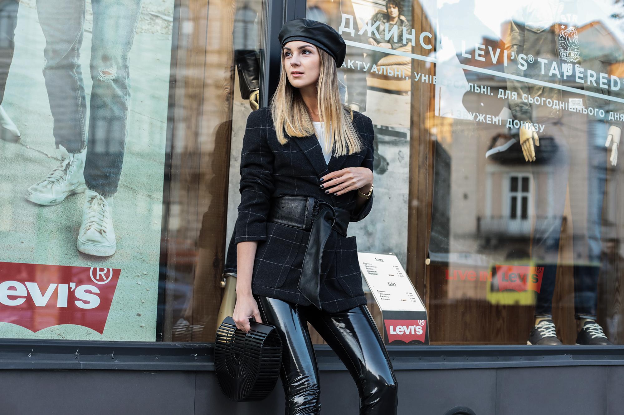 outfit-pantent-leather-pants-vinyl