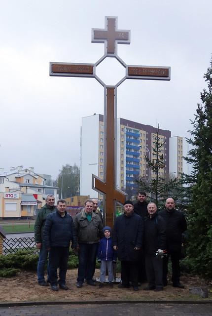 Montaż odrestaurowanego krzyża