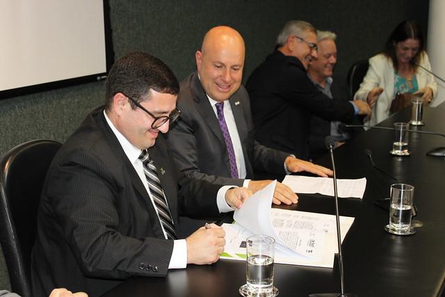 FATMA e ACAERT assinam marco inédito de licenças ambientais das antenas de Rádio e Televisão