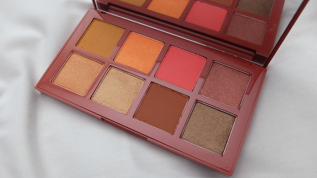 paprika cosmetics matte and shimmer eyeshadow palette review and makeup look