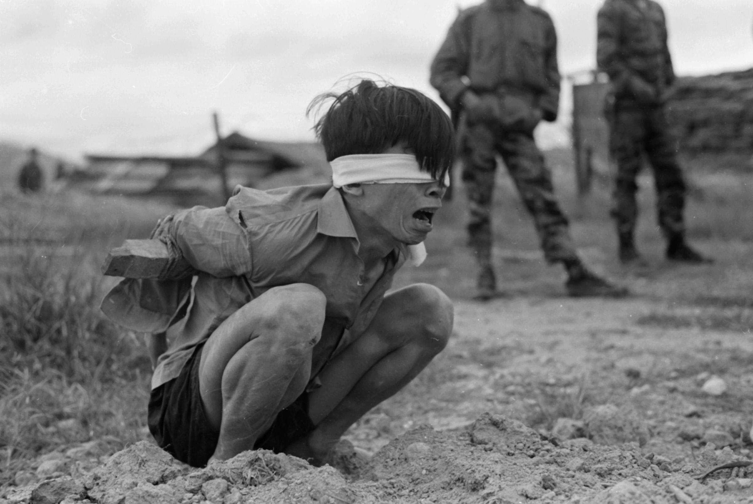 A Viet Cong prisoner is interrogated at the A-109 Special Forces Detachment in Thuong Duc, 25 km west of Da Nang. Photograph taken by PFC David Epstein on January 23, 1967.