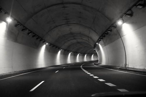 Tunela