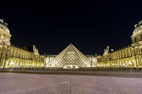 Piramide del Louvre