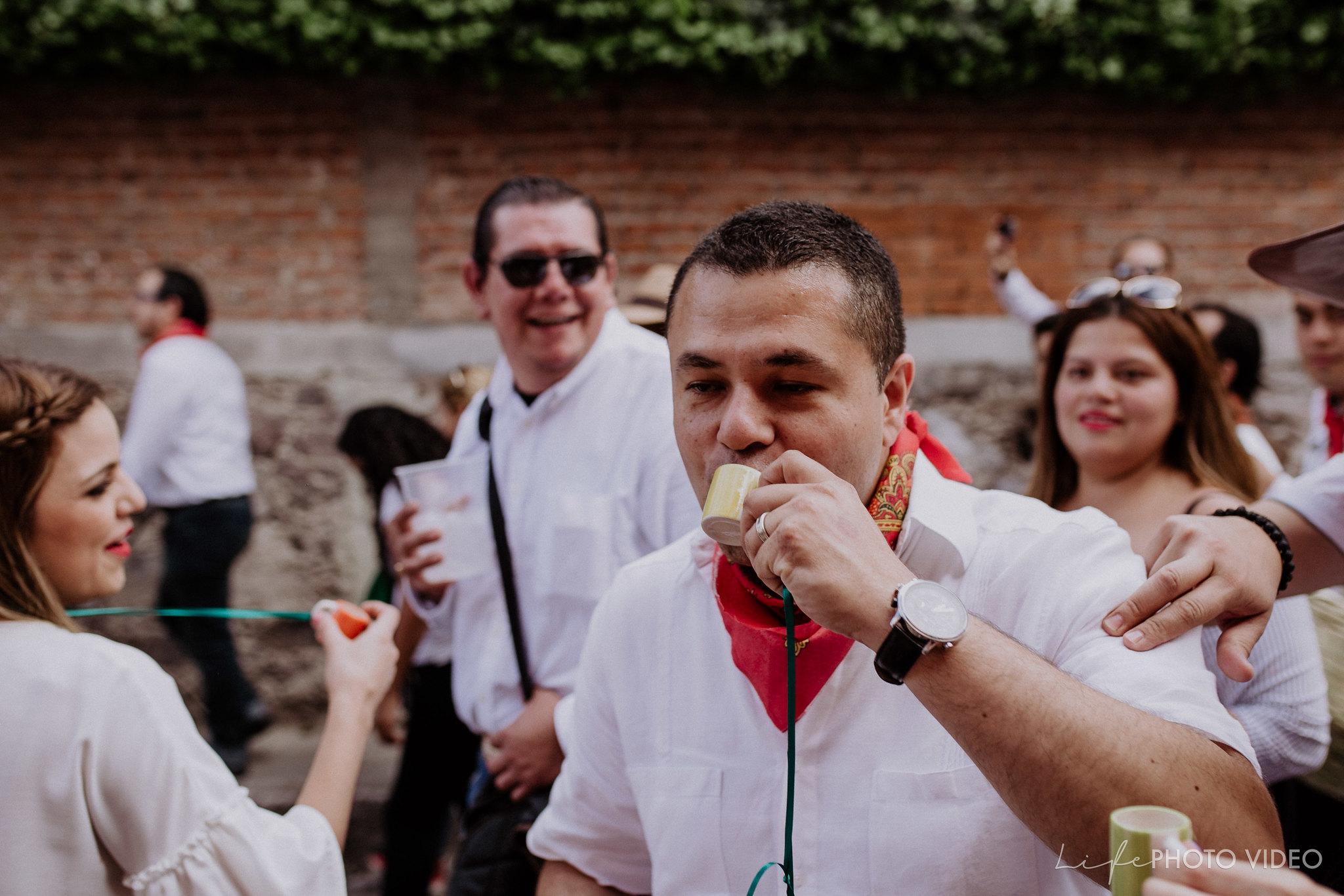 SanMigueldeAllende_Wedding_Callejoneada_Vaquillada_0055