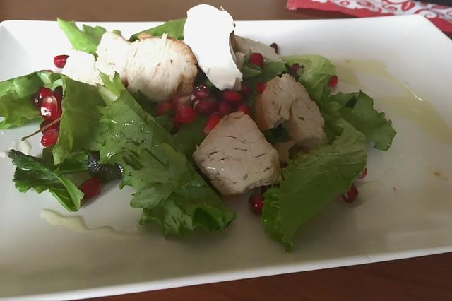 Pollo escabechado en ensalada con granada
