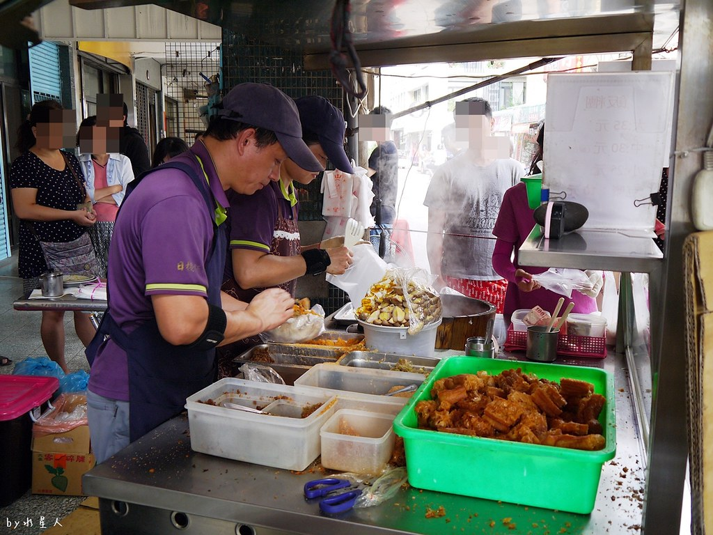 26761468979 e47e83b584 b - 日棧飯糰|第五市場排隊銅板美食,鹹蛋加滷蛋的古早味飄香,原桶Q飯糰