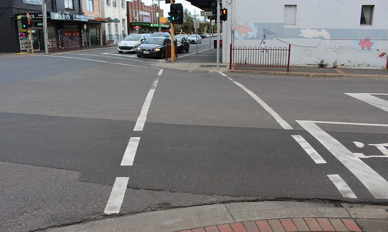 Mixed intersection markings, Murrumbeena