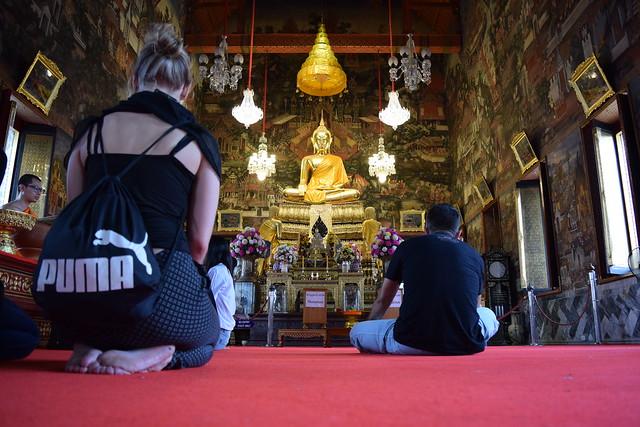 仏堂の中の様子