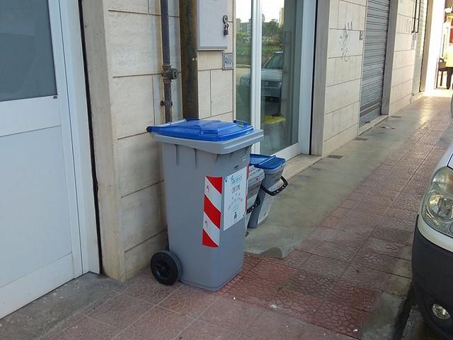 contenitore raccolta rifiuti porta a porta