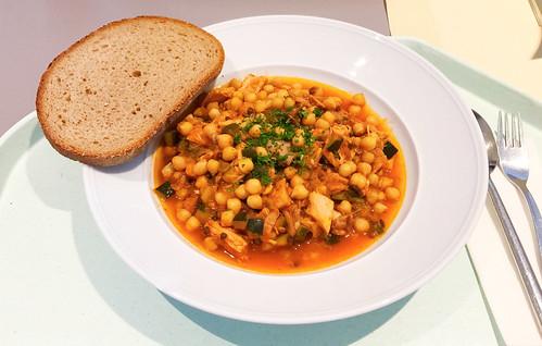Oriental chickpea stew with chicken / Orientalischer Kichererbsen-Eintopf mit Hähnchen