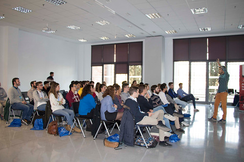 Presentación de proyectos empresariales universitarios en Idea Factory