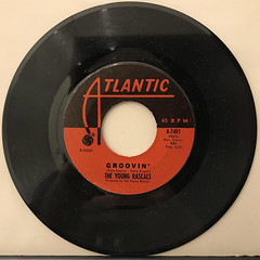 THE YOUNG RASCALS:GROOVIN'(RECORD SIDE-A)