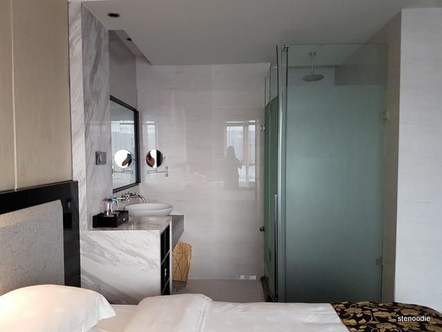 Mellow Crystal Hotel restroom