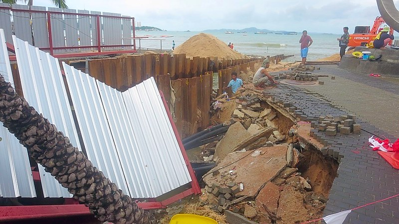 Tropical storm smashes Pattaya