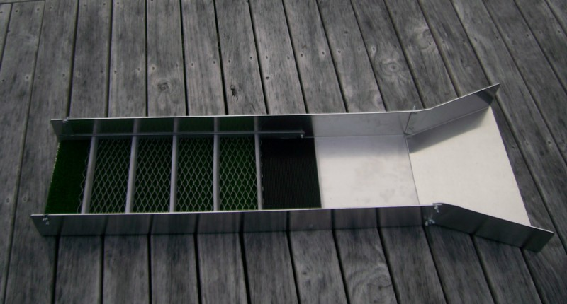 Sliuce box with flare